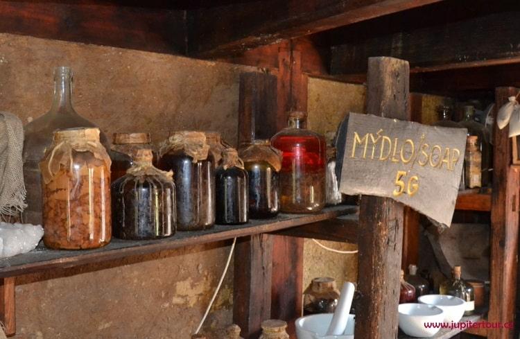 Средневековое мыло, историческая деревня ремесел Остра
