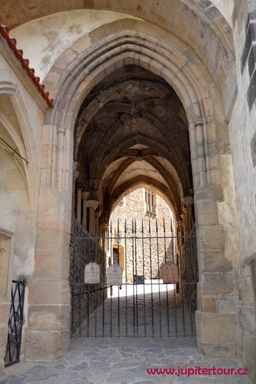 Готический вход, замок Кршивоклат