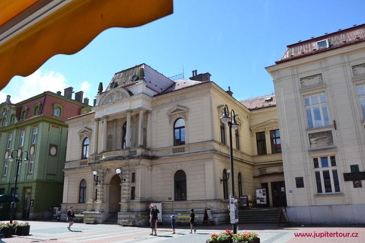 Городской театр, Йичин