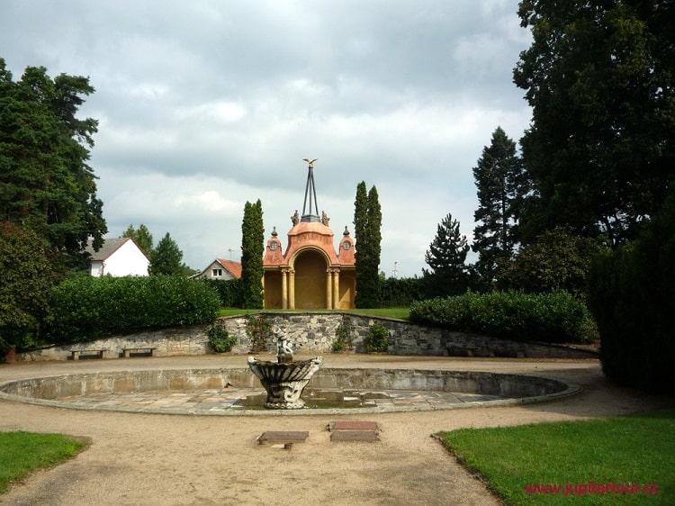 Парк, замок Плосковице