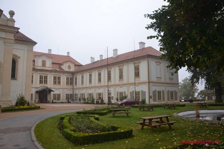 Фасад замка Лоучень