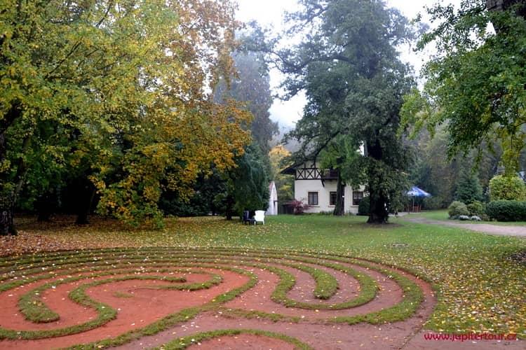 Английский парк, замок Лоучень