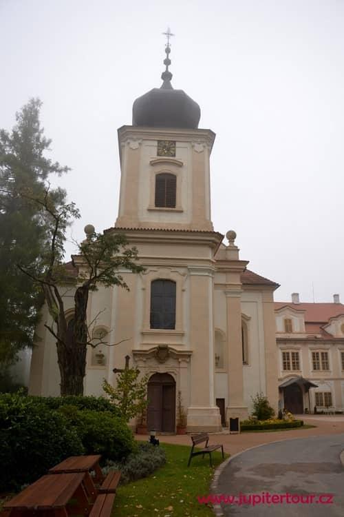Храм Девы Марии, замок Лоучень