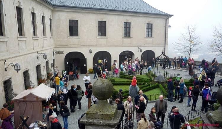 Главный двор, Чешский Штернберг