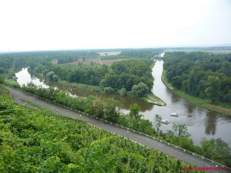 Слияние рек, замок Мельник