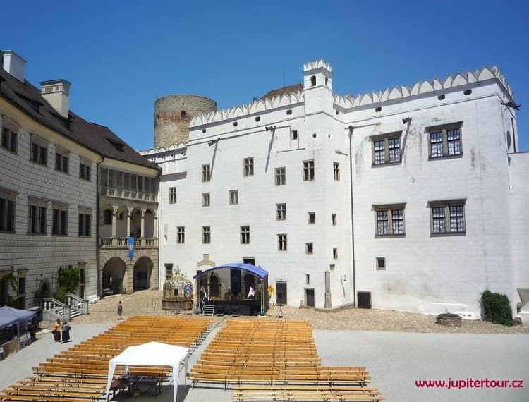 Внутренний двор, замок Йиндржихув Градец, Чехия