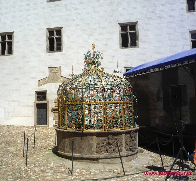 Колодец, замок Йиндржихув Градец, Чехия
