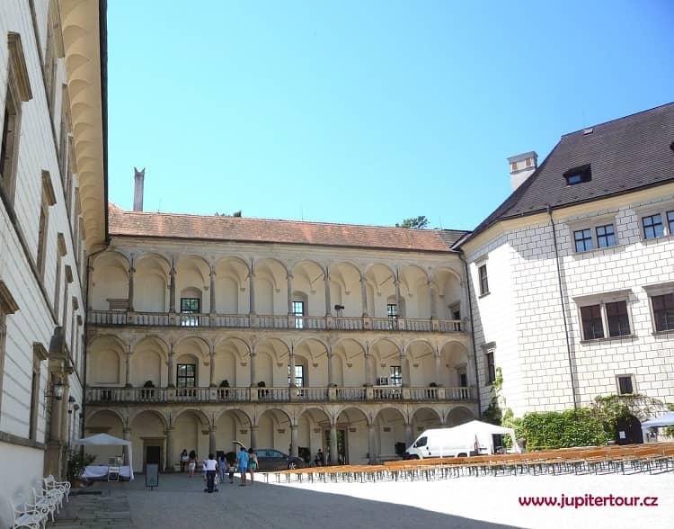 Территория замка, замок Йиндржихув Градец, Чехия