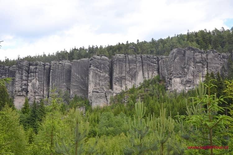 Амфитеатр, Теплицские скалы