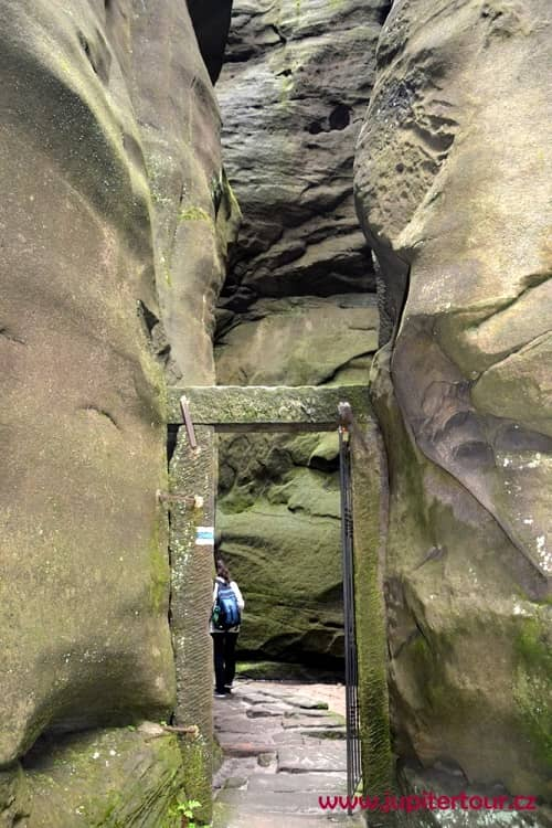 Скальный храм, Теплицские скалы